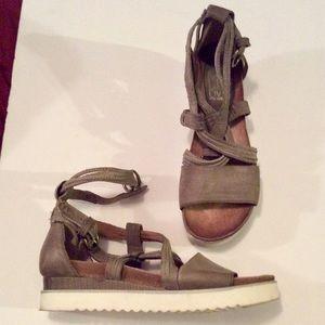 Excellent condition MIZ MOOZ wraparound sandals.
